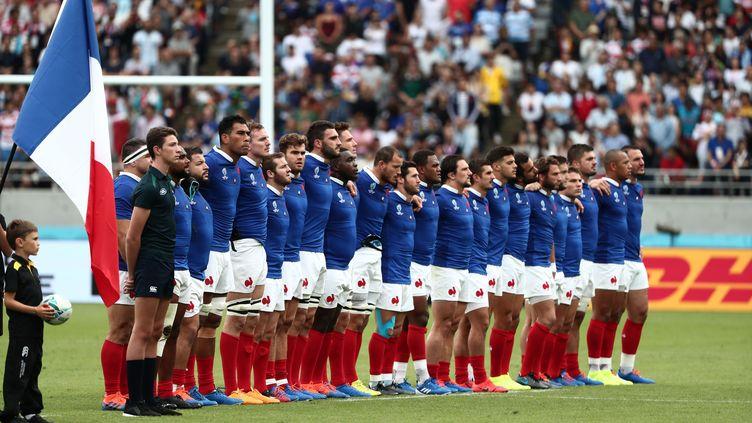 L'équipe de France de rugby, lors du rituel des hymnes, avant France-Argentine, le 21 septembre 2019, à Tokyo (Japon). (BEHROUZ MEHRI / AFP)