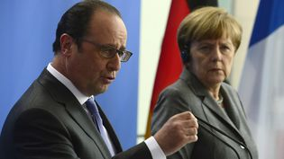 François Hollande et Angela Merkel, le 31 mars 2015 à Berlin (Allemagne). (JOHN MACDOUGALL / AFP)