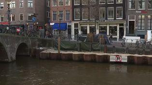 Certains des 1 600 ponts d'Amsterdam (Pays-Bas) s'affaissent et menacent de s'écrouler. La mairie va devoir dépenser des centaines de millions d'euros pour les consolider. (FRANCE 2)