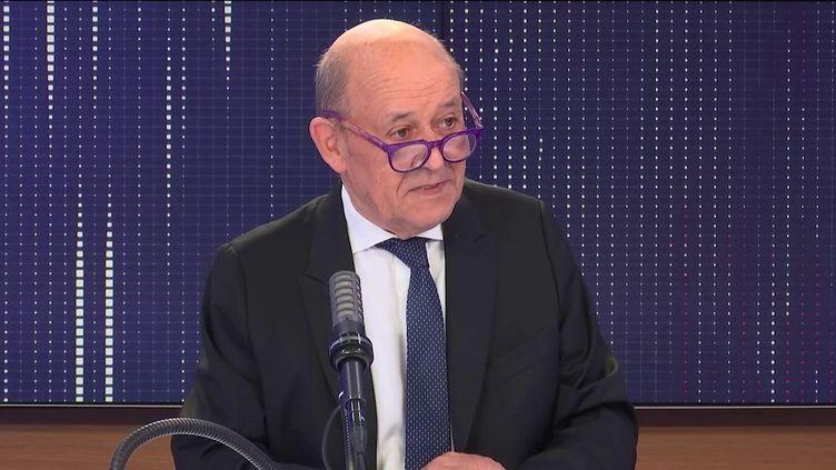 """Jean-Yves Le Drian, le ministre de l'Europe et des Affaires étrangères était l'invité du """"8h30franceinfo"""", jeudi 16 septembre 2021. (FRANCEINFO / RADIOFRANCE)"""