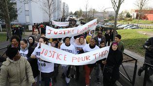 Des habitants de la cité des 3000 et des mères de famille du quartier défilent à Aulnay-sous-Bois (Seine-Saint-Denis), le 6 février 2017, après l'interpellation violente de Théo. (MAXPPP)