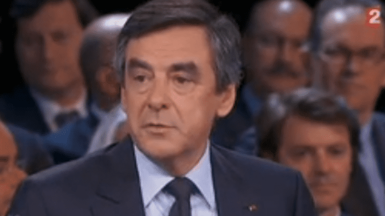 """François Fillon, député de Paris et ex-Premier ministre sur le plateau de l'émission """"Des paroles et des actes"""" de France 2, le 6 juin 2013. ( FRANCE 2 / FRANCETV INFO)"""