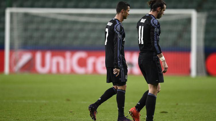 Moment de solitude pour Cristiano Ronaldo et Gareth Bale, très déçus sur le terrain du Legia Varsovie (ODD ANDERSEN / AFP)
