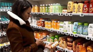 De plus en plus de consommateurs ont pris l'habitude d'utiliser des applications de notation au moment de faire leurs courses. Mais que valent vraiment ces notes qui font trembler les entreprises ? (France 3)