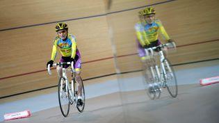 Le cycliste Robert Marchand, le 31 janvier 2014 à Montigny-le-Bretoneux (Yvelines). (LIONEL BONAVENTURE / AFP)