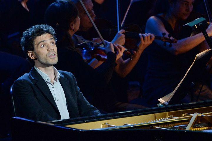 Le pianiste français Adam Laloum  (BORIS HORVAT / AFP)