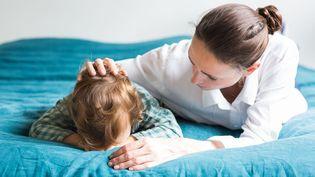 L'exposition pendant la grossesse de la mère à certains perturbateurs endocriniens est associée à des troubles émotionnels et relationnels chez ses enfants masculins, selon une étude de l'Inserm publiée le 29 septembre 2017. (VOISIN / PHANIE / AFP)