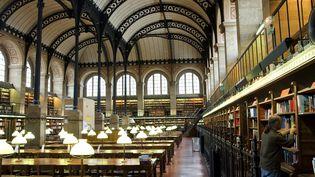 Une salle de lecture de la bibliothèque Sainte-Geneviève, à Paris. (MATTES RENE / HEMIS.FR / AFP)