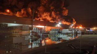 L'incendie à l'usine Lubrizol de Rouen, le 26 septembre 2019. (YACINE MOUFADDAL / SDIS / AFP)