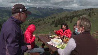 Restauration : les terrasses de montagne plébiscitées malgré le mauvais temps (France 3)