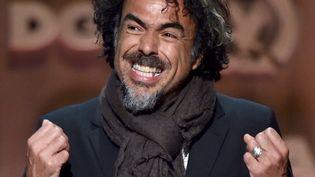 Le réalisateur mexicain Alejandro Inarritu reçoit le prix du Meilleur réalisateur aux Directors Guilde Awards, le 7 février 2015.  (Alberto E. Rodriguez / Getty Images North America / AFP)