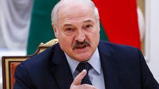 Le président biélorusse, Alexandre Loukachenko, lors d'une réunion à Minsk, le 28 mai 2021. (DMITRY ASTAKHOV / AFP)