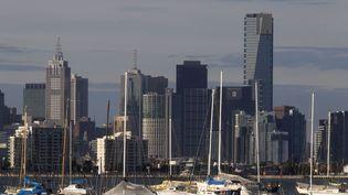La ville de Melbourne (Australie) et son port, le 23 juin 2010. (MICK TSIKAS / REUTERS)