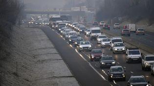 Un embouteillage à Lyon (Rhône), le 24 janvier 2017, lors d'une journée de mesures anti-pollution. (PHILIPPE DESMAZES / AFP)
