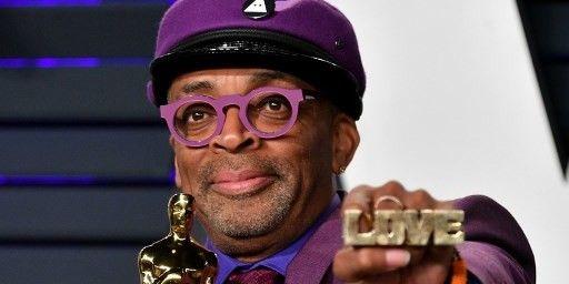 Spike Lee arbore ses bijoux sur le tapis rouge des Oscars  (Dia Dipasupil / GETTY IMAGES NORTH AMERICA / AFP)