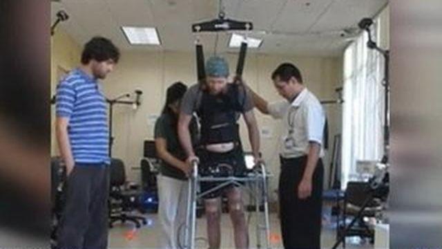 USA : un jeune paraplégique a fait quelques pas
