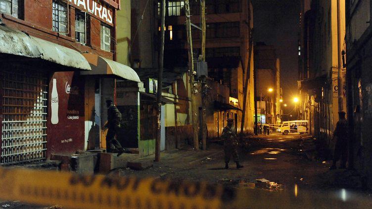La petite discothèque, appelée Mwauras, a été la cible d'un attentat dans la nuit de dimanche à lundi 24 octobre 2011, à Nairobi au Kenya. (TONY KARUMBA / AFP)