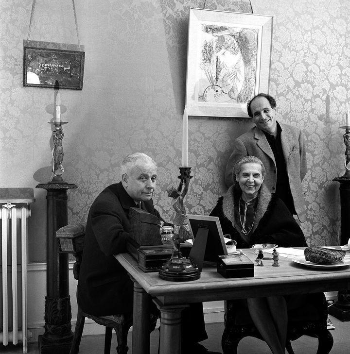 Léo Ferré, à droite sur l'image, en compagnie d'Aragon et d'Elsa Triolet en 1961 (André Gornet)