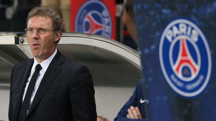 Laurent Blanc devant le banc de touche du PSG (VIRGINIE LEFOUR / BELGA MAG)