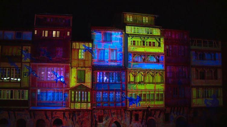 Fresques de lumière sur les façades au bord de l'Agout à Castres (V. Galy / France Télévisions)