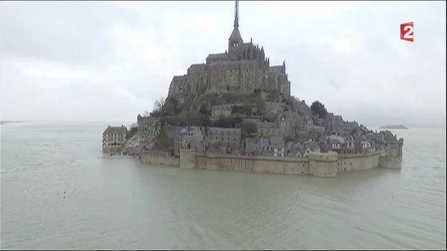 Grandes marées : le spectacle vu du Mont Saint-Michel