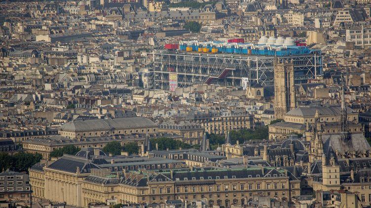 Vue aérienne du centre de Paris, le 15 juin 2017. (GILLES TARGAT / AFP)