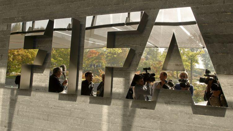 Au siège de la Fifa, à Zurich (Suisse), en octobre 2013. (ARND WIEGMANN / REUTERS)