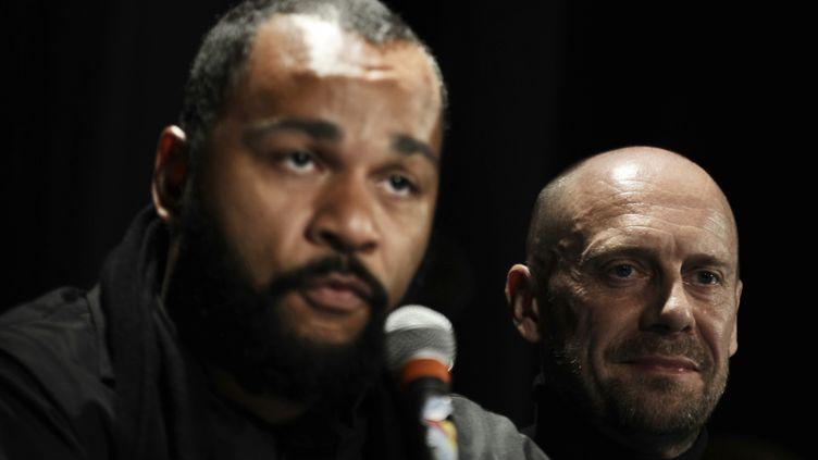 Dieudonné et Alain Soral, le 8 mai 2009 à Paris. (OLIVIER LABAN-MATTEI / AFP)