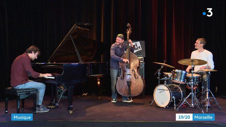Le Julien Brunetaud Trio en répétition à Marseille. (CAPTURE D'ÉCRAN FRANCE 3 / P. GUIGOU)