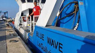 Le Blue Wave, chalutier du Guilvinec doté d'un moteur diesel-électrique. (BORIS HALLIER / FRANCEINFO)