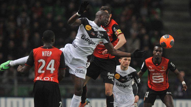 Mustapha Yatabare tente d'échapper à la défense rennaise (FRANK PERRY / AFP)