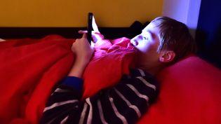 """Ce déficit de sommeil a notamment pour conséquence des""""difficultés de concentration à l'école"""". (STÉPHANE MORTAGNE / MAXPPP)"""