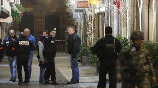 Des policiers près des lieux de la fusillade à Strasbourg (Bas-Rhin), le 11 décembre 2018. (CHINE NOUVELLE / SIPA / XINHUA)