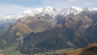 Le massif du Mont-Blanc. (PERINET-MARQUET - EVELYNE (10594 / MAXPPP)