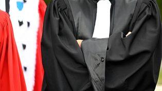 Des magistrats et avocats manifestent devant le palais de justice de Rennes (Ile-et-Vilaine), le 24 septembre 2020. (DAMIEN MEYER / AFP)