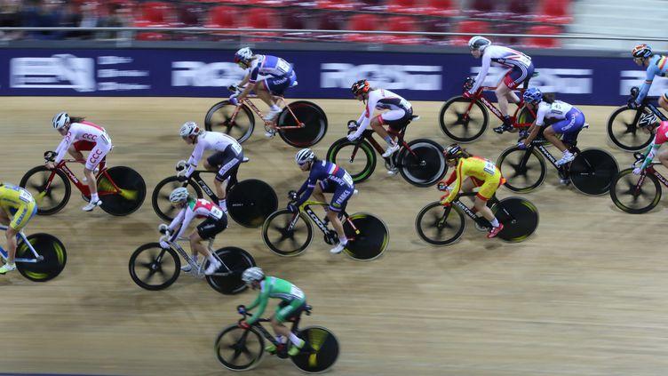 Les élèves de 4ème du collègede la Couldre à Montigny-le-Bretonneux ont pu tester le vélo de course au vélodrome de Saint-Quentin-en-Yvelines (illustration) (FRED HASLIN / MAXPPP)
