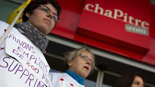 Des salariés de la libraire Chapitre manifestent devant l'enseigne du magasin, Montbéliard, le 12 avril 2013  (Simon Daval / MAXPPP)