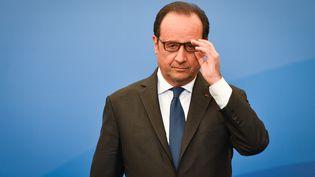 Le président de la République, François Hollande, à Niort (Deux-Sèvres), le 13 avril 2017. (XAVIER LEOTY / AFP)