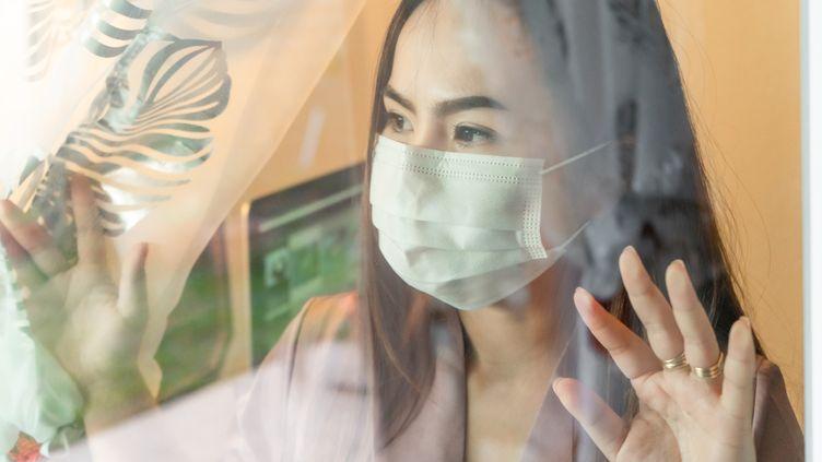 Les personnes contaminées par le Covid-19 sur leur lieu de travail, sont peu nombreuses à avoir déposer des demandes de reconnaissance en maladie professionnelle. (WILATLAK VILLETTE / MOMENT RF / GETTY IMAGES)