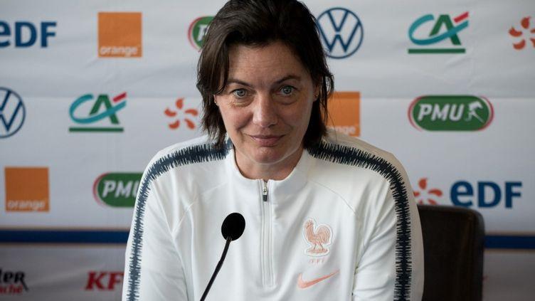 La sélectionneuse de l'équipe de France féminine de football, Corinne Diacre, à Valenciennes (Nord), le 6 mars 2020. (ANTOINE MASSINON / A2M SPORT CONSULTING / AFP)