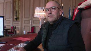 Le couvre-feu avancé à 18heures fait bondir le maire de Saint-Brieuc (Côtes-d'Armor), alors que le département enregistre très peu de cas de Covid-19. (France 2)