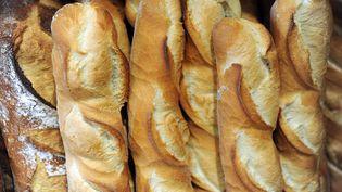 Les boulangers recrutent. 9 000 postes seraient à pourvoir en France, et de nombreuses enseignes pourraient avoir également besoin de repreneurs dans les provinces, qui séduisent de plus en plus d'urbains. (FRED TANNEAU / AFP)