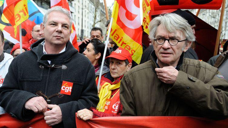 Thierry Lepaon, secrétaire général de la CGT (à gauche), et Jean-Claude Mailly, leader de Force ouvrière (à droite), le 9 avril 2013, lors d'une manifestation, à Paris. ( WITT / SIPA)