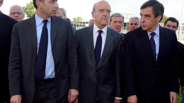 Jean-François Copé, Alain Juppé et François Fillon arrivent à Bordeaux pour un meeting commun, le 3 mai 2012. (JEAN-PIERRE MULLER / AFP)