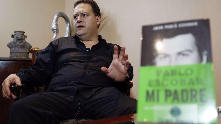 """Juan Pablo Escobar Henao, lors d'une interview au sujet de son livre """"Pablo Escobar,mon père"""", le 7 novembre 2014 à Bogota (Colombie). (FERNANDO VERGARA / AP / SIPA)"""
