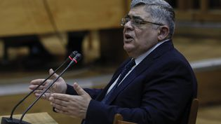 Nikos Michaloliakos, le leader du parti d'extrême droite grec Aube dorée, le 6 novembre 2019, au tribunal d'Athènes (Grèce). (PETROS GIANNAKOURIS / AP / SIPA)