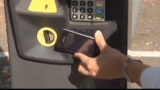 Capture d'écran - septembre 2012 -Carte de crédit ou smartphone compatible seront nécessaires désormais à Strasbourg pour payer son stationnement. 800 nouveau horodateurs ont été mis en service. (FRANCE 3)