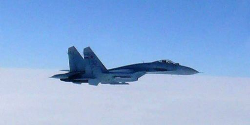 Appareil de chasse russe SU27, photographié par l'armée de l'air japonaise et présenté comme violant l'espace aérien nippon (7 février 2013) (AFP - Japan Defense Ministry - Jijipress)