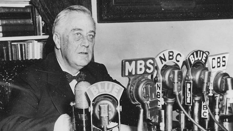 (Le président Franklin D. Roosevelt s'adresse à la nation © Franklin D. Roosevelt Library)