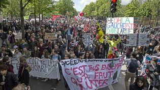 Des manifestants contre la loi Travail, à Paris, le 28 avril 2016. (EPA / AFP)